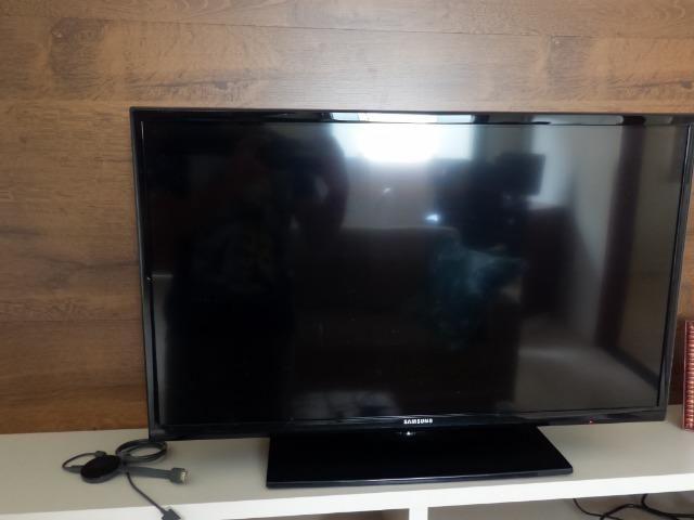 Tv Samsung 32 polegadas + crhomecast 2 Original - Foto 3