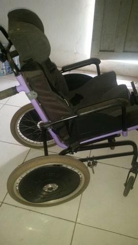 Vendo uma cadeira de roda da ortomix muito bem conservada