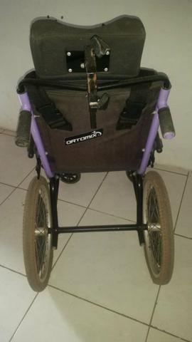 Vendo uma cadeira de roda da ortomix muito bem conservada - Foto 3