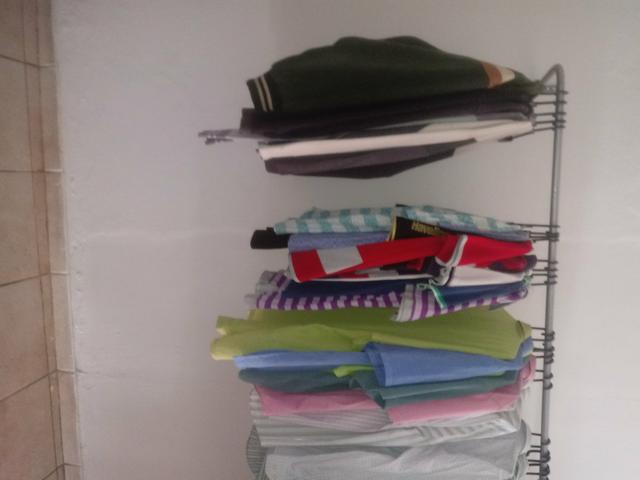 Tenho roupas pra quem vai abrir um bazar