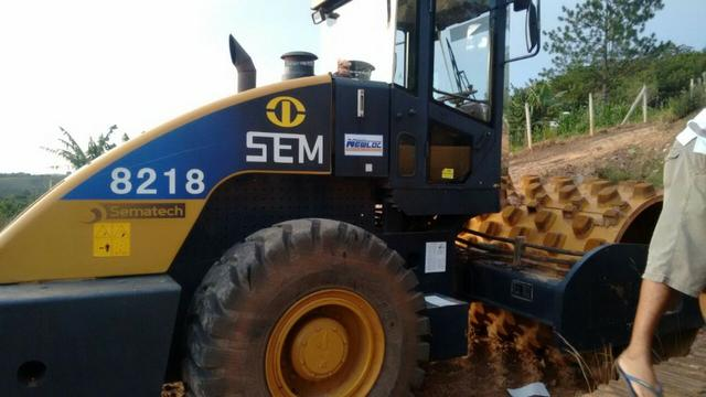 """Rolo compactador """"SEM Caterpillar"""" 8218 liso com kit pata ano 2013 500 horas n volvo jcb - Foto 2"""