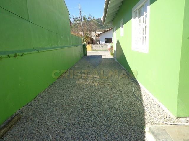 Casa econômico com 03 dormitórios, á 900m da Praia de Bombas. Cód.025 - Foto 17