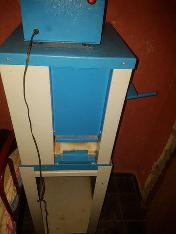 Máquina de chinelo semi nova  - Foto 2