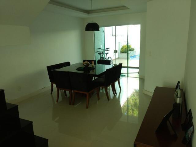 Linda casa em Itaipu com três suítes ampla sala, piscina, churrasqueira - Foto 3