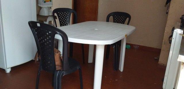 Mesa semi nova com cadeiras