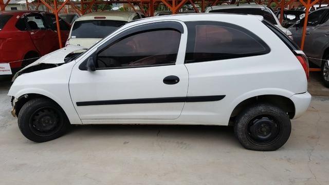 Sucata Chevrolet Celta carro batido para venda de peças usadas