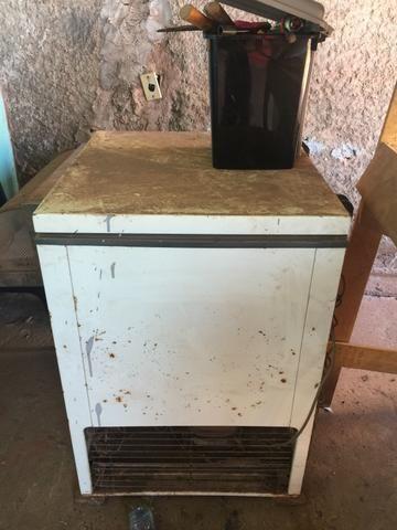 Freezer para retirar o motor e peças - Foto 3
