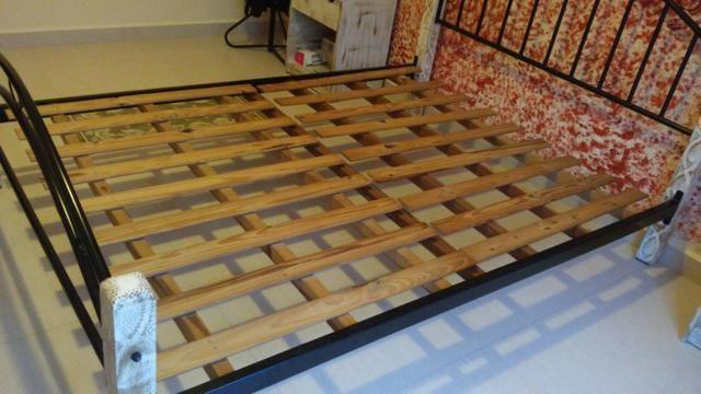 Cama casal padrão ferro e madeira patinada linda - Foto 3