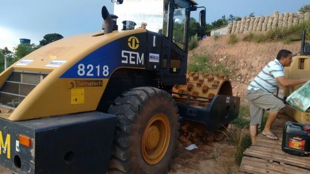 """Rolo compactador """"SEM Caterpillar"""" 8218 liso com kit pata ano 2013 500 horas n volvo jcb - Foto 3"""