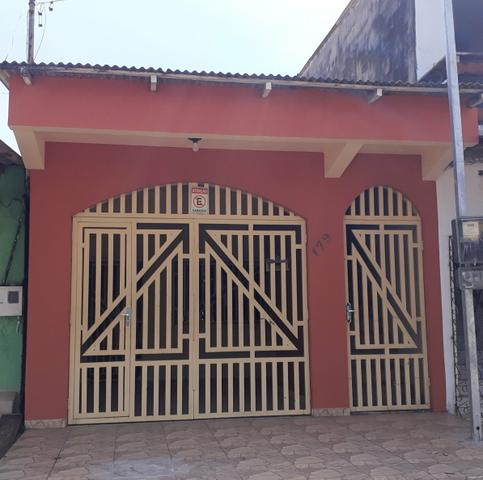 ALUGUEL | Casa no Centro à poucos metros da orla