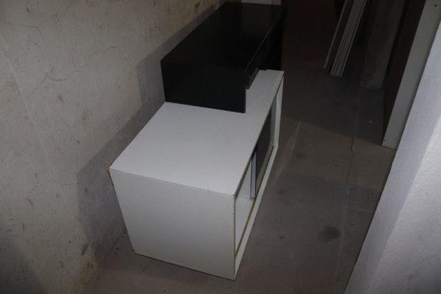 Estante / Rack em MDF Branco e Preto c/ 1 porta 74.5cm x 138cm x 46cm - Foto 4