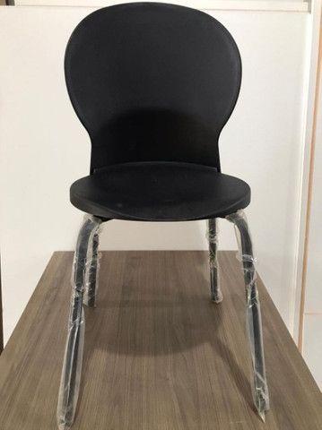 Cadeira zero km barbada acento e encosto em poliuretano