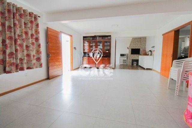 Casa de esquina para Venda, Bairro Camobi, 4 dormitórios. - Foto 6