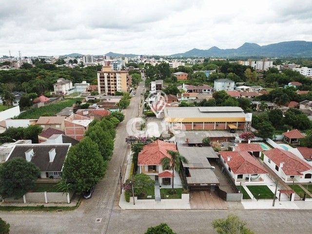 Casa de esquina para Venda, Bairro Camobi, 4 dormitórios. - Foto 5