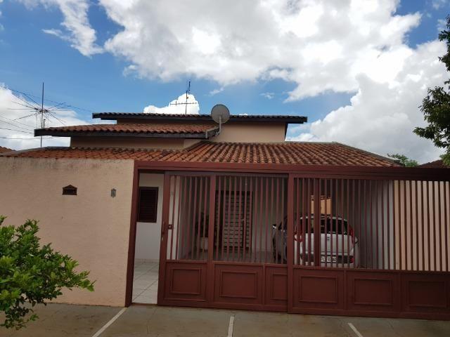 Casa Muito bem construída, 02 suítes com terreno de 363 m2, b. Aeroporto . Confira!