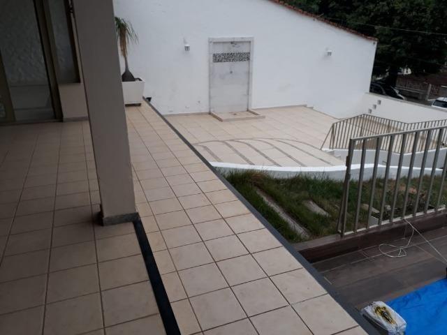 (R$600.000) Casa c/ Piscina, Terraço e Garagem Grande - Lote Inteiro no Bairro Vila Bretas - Foto 6