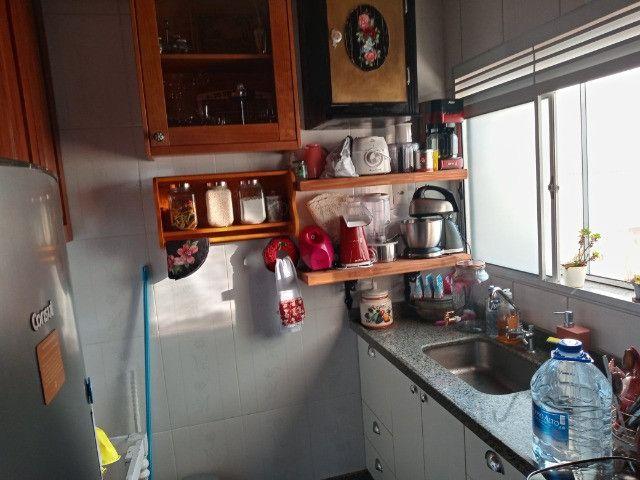 A228 - Apartamento funcional, aconchegante em ótimo local - Foto 5