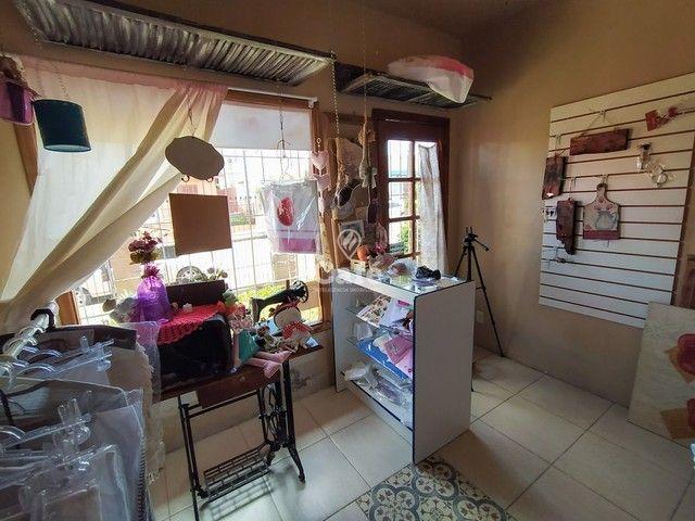 Sobrado, 5 dormitórios, 3 banheiros e sacada. - Foto 12
