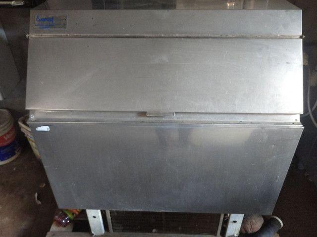 Vende-se duas máquinas de gelo - Foto 3