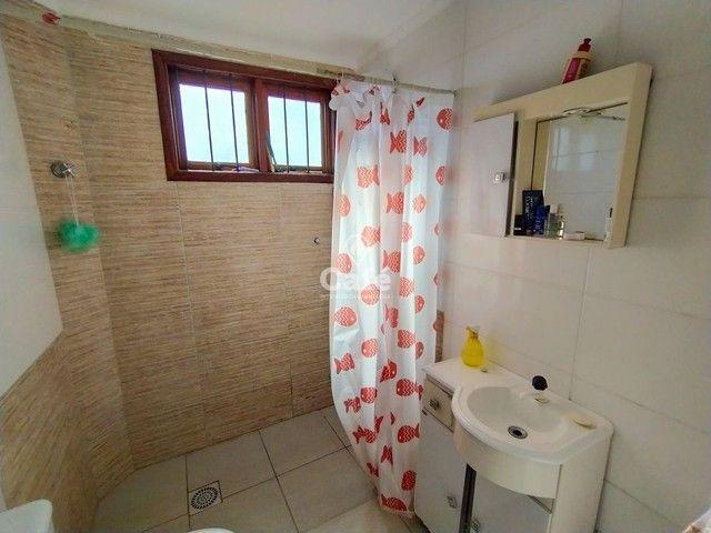 Sobrado, 5 dormitórios, 3 banheiros e sacada. - Foto 18