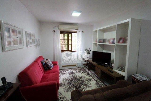 Casa de esquina para Venda, Bairro Camobi, 4 dormitórios. - Foto 15