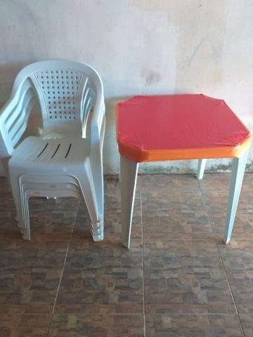 Treis lindos jogos de messas cadeira refocada já com as capinhas