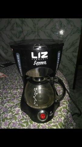 Cafeteira usada poucas vezes