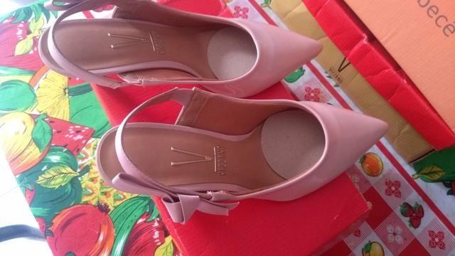 Vendo uma linda sandália Vizzano nunca usada