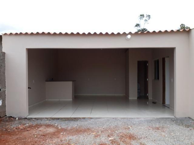 Casa nova, espaçosa com area de churrasqueira, 2quartos, 2 banheiros, lote de 400metros - Foto 4