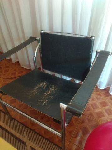 Vendo cadeira de couro - Foto 3