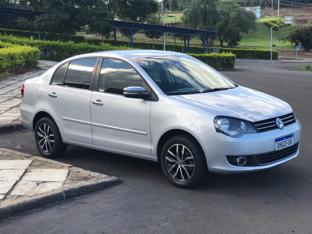 VW Polo Sedan ConfortLine I-Motion 1.6 8v