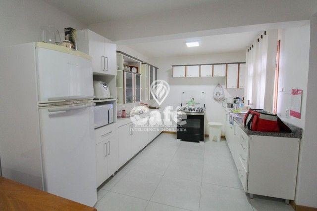 Casa de esquina para Venda, Bairro Camobi, 4 dormitórios. - Foto 11