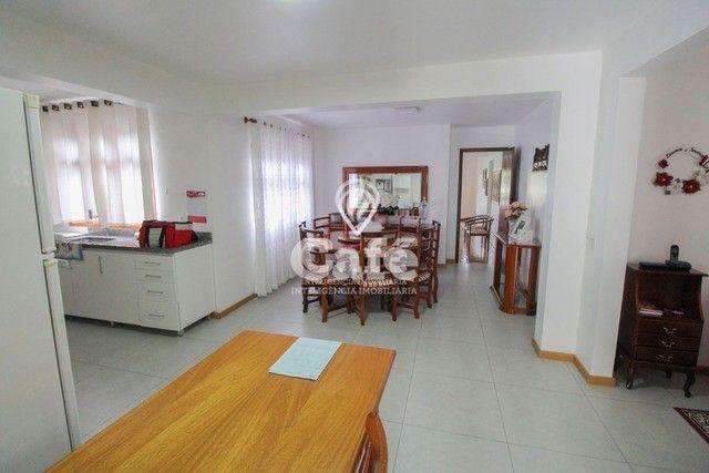 Casa de esquina para Venda, Bairro Camobi, 4 dormitórios. - Foto 12