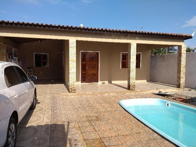 Alugo linda casa no pecem com 4 quts 2 suites com ar,3 vagas, piscina e deck, R$ 1800,00