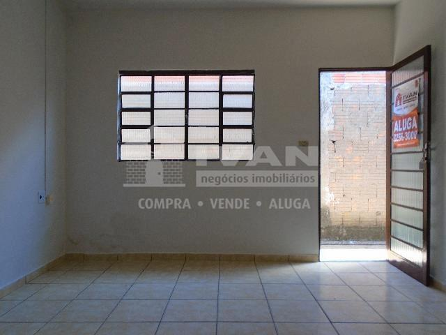 Casa para alugar com 2 dormitórios em Tibery, Uberlândia cod:594329 - Foto 2