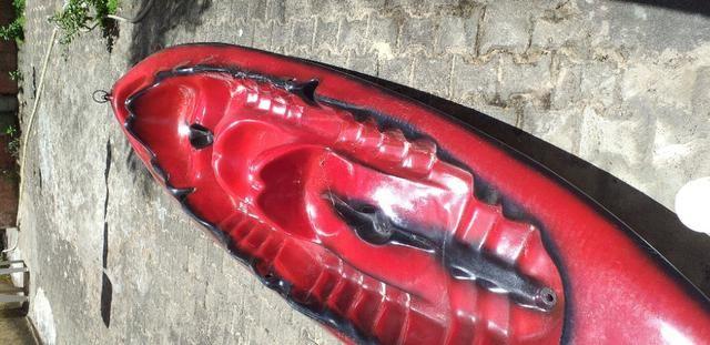 Caiaque duplo vermelho com um remo - Foto 3