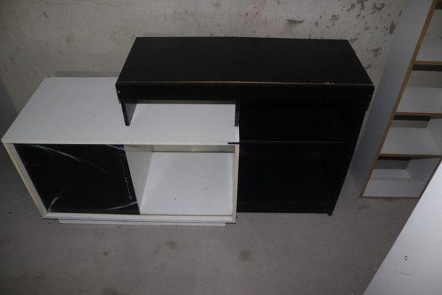 Estante / Rack em MDF Branco e Preto c/ 1 porta 74.5cm x 138cm x 46cm - Foto 2