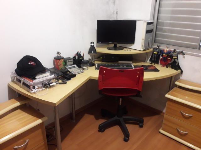 Mesa de computador de canto