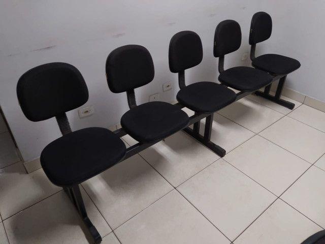 Cadeiras longarinas usada 3, 4 e 5 lugares - Foto 3