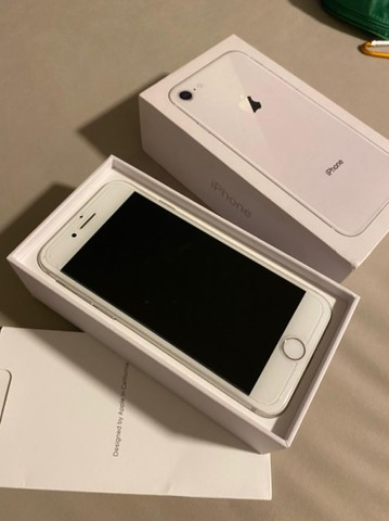 iPhone 8 64 gb semi-novo muito conservado - Foto 2