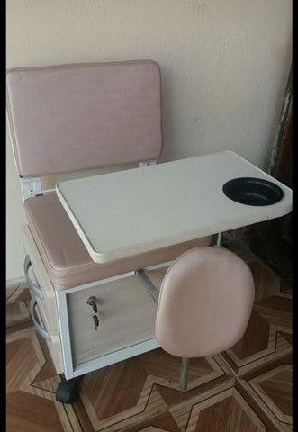 Cirandinha mesa de manicure e pedicure.