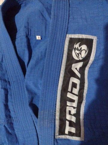 Vendo kimono mais faixa branca, tamanho M3. Juvenil  - Foto 4