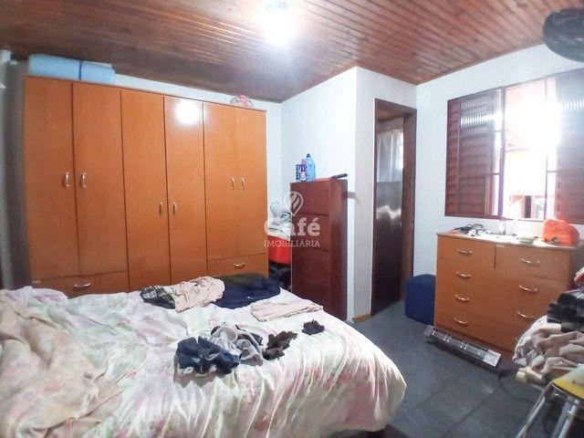 Ótima oportunidade, casa 3 dormitórios ampla garagem em bairro tranquilo! - Foto 9
