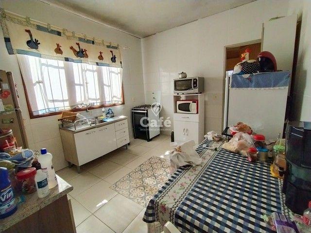 Sobrado, 5 dormitórios, 3 banheiros e sacada. - Foto 7
