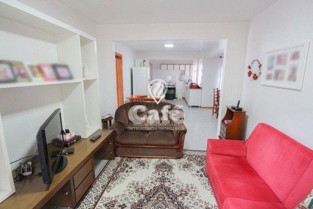 Casa de esquina para Venda, Bairro Camobi, 4 dormitórios. - Foto 14