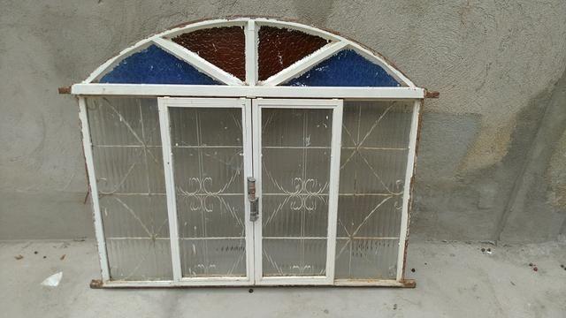 Janela colonial de Metalon, com vidros (1 quebrado e 1 trincado)- 1,20 x 1,03 - Foto 2