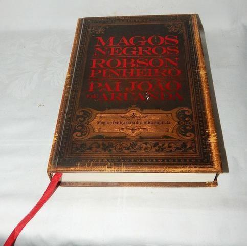 Livro Magos Negros - Robson Pinheiros