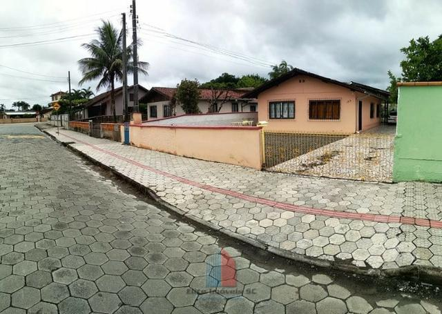 Casa Averbada com Amplo Terreno no Itaum