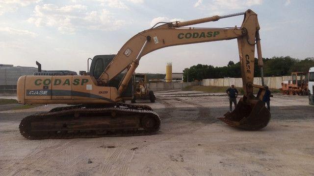Escavadeira case cx220  * - Foto 3