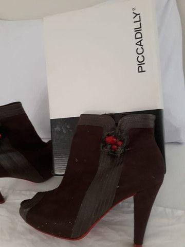 kit  com três  03  pares de sapatos  femininos marcas picadilly e usaflex n 35  como novas - Foto 2